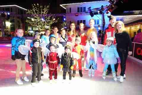 Gruppenbild nach dem Schaulaufen am 17.12.2017 in Vaduz. Die Liechtensteiner Eiskunstläuferinnen sind beim Silvester-Schaulaufen am 31. Dezember 2017 um 17:00 beim Schluchter-Treff in Malbun nochmals zu sehen!